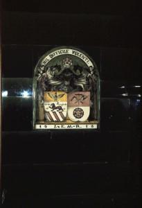JMR Wappen im Kachelofen Bürozimmer